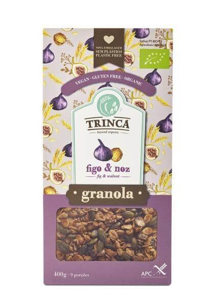 Deliciosa granola de higos y nueces. Una auténtica delicia nutricional. Pepitas de cacao con azúcar de coco, copos de avena, frambuesas y más cosas. 400 gramos. De la marca portuguesa Trinca.