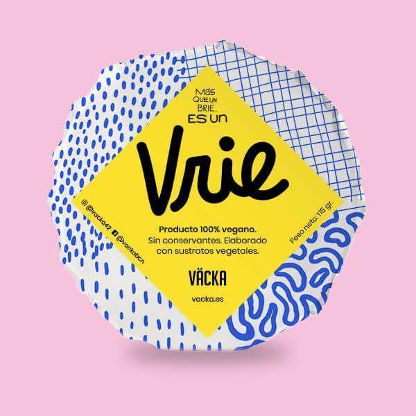 Vrie de Vacka queso vegano 125 gramos. Elaborado en base a anacardos, agua filtrada y fermentos de origen vegetal. Es un queso de pasta blanda, de textura muy suave y cremosa. Está dotado de un aroma fresco, con un toque floral.